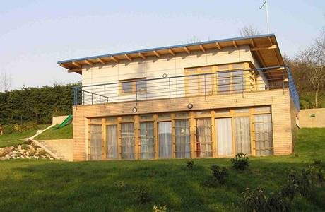 I montovaná stavba může působit jako moderní dům